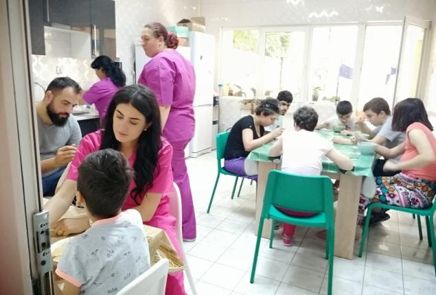 fundatia nane personalul fundatiei nane bucatarie copii
